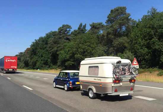 mini-caravan-550