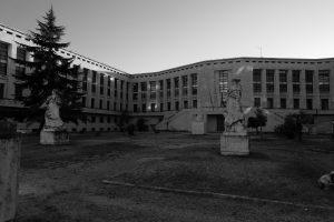 """Il Palazzo M, così chiamato perchè visto dall'alto ha la forma dell'iniziale del cognome del duce"""""""