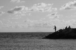 Spiaggia e scoglio a Coreca, vicino ad Amantea, in Calabria