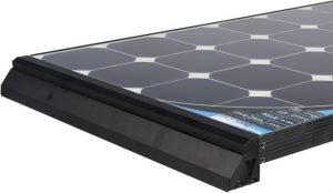 un sistema professionale di fissaggio per il pannello, solare, completo di spoiler in plastica