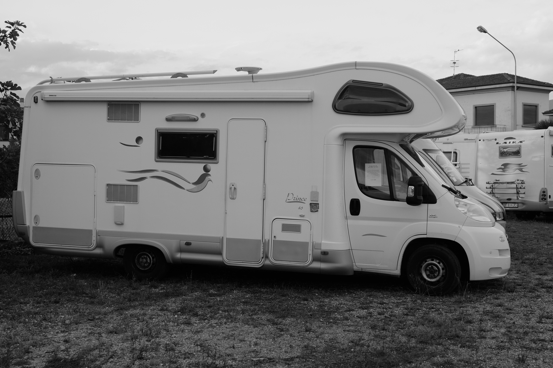 Elnagh prince 46 camper usato con garage disponibile da for Planimetrie del garage rv