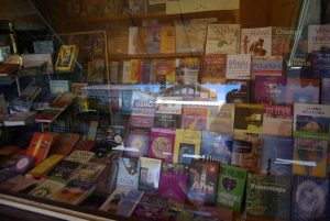 Capilla Del Monte, una piccola capitale dell'Esoterismo, una libreria, specifica.