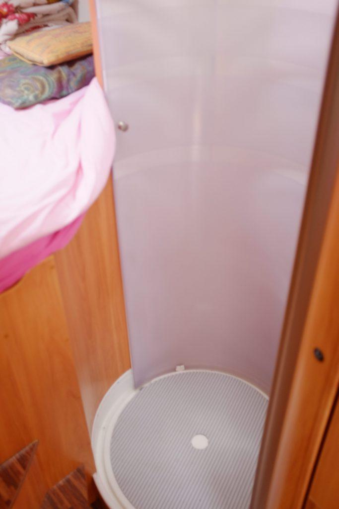 La cabina doccia del motorhome hymer 694 usato