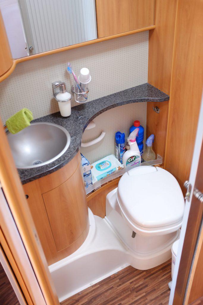 La zona wc dell hymer B Klasse 694sl