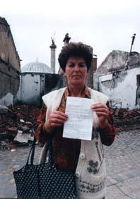 Guerra del Kosovo, Una donna chiede di suo marito desaparecido