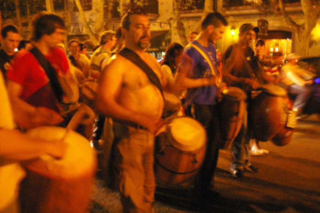 Uruguay, marcia spontanea propiziatoria di candombe