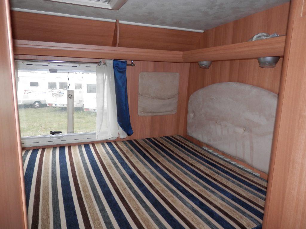 Il letto posteriore sopra il garage