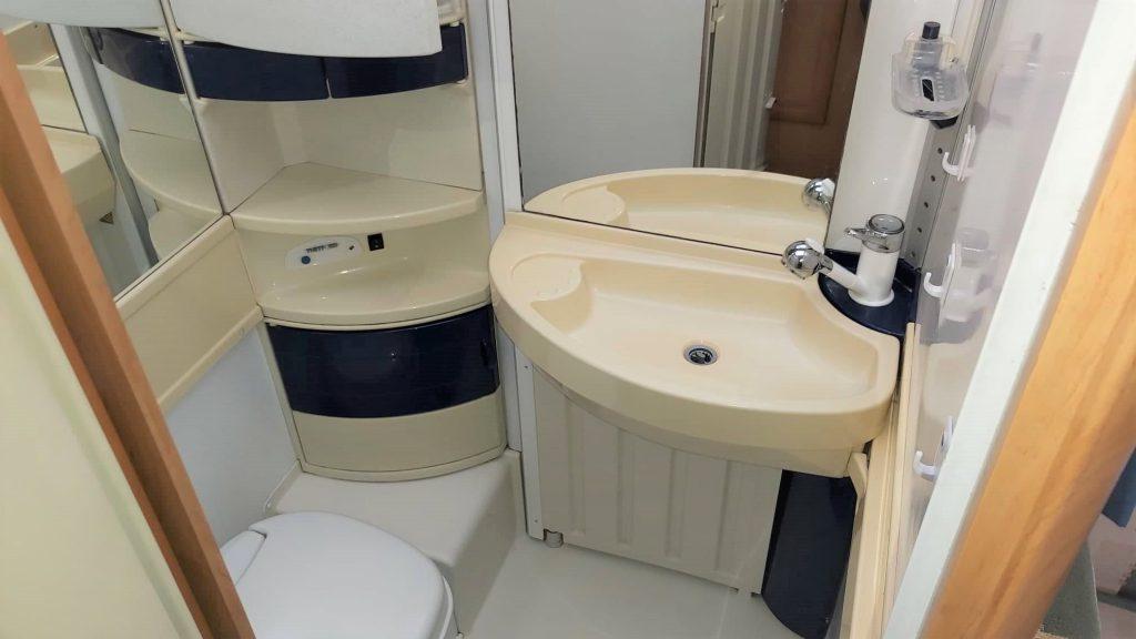 Hymer camp gt 524  camper usato compatto a pistoia bagno