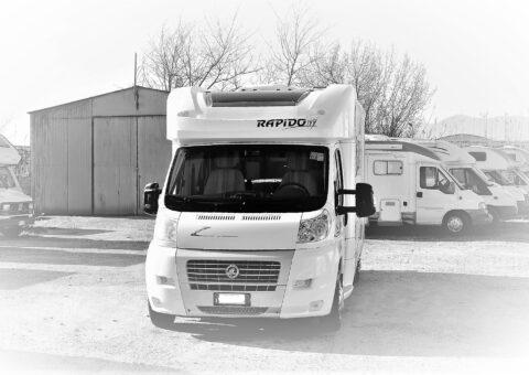 Rapido 7095, Semintegrale del 2011 montato su telaio alko ribassato, con solo 19.900 km percorsi. in vendita da ABC Camper a Pistoia